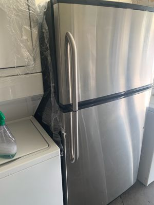 GE STAINLESS STEEL 21 CU FT for Sale in Santa Ana, CA