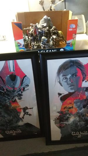 Halo collectible screen prints and statues lot deal game toy statue poster art for Sale in NEW PRT RCHY, FL