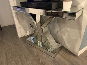 Mirrored / Glass Entry Way Table or TV Stand for Sale in Gardena, CA