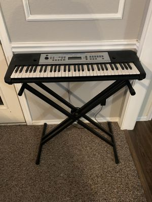 Yamaha keyboard and stand for Sale in Azle, TX