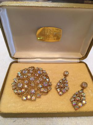 Beautiful Brooch and Earrings for Sale in Lakewood, CA