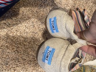 Tom's Sandals Sz7 for Sale in Glenshaw,  PA