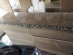4 pc full/queen bedroom set for Sale in Cleveland, OH