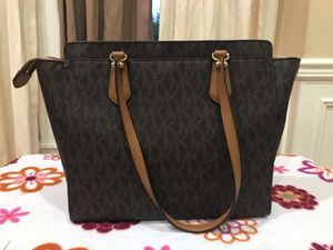 PRICE REDUCED BROWN GOLD BRAND NEW AUTHENTIC. MICHAEL KORS MK LEATHER SHOULDER HAND BAG CANVAS for Sale in Tukwila, WA