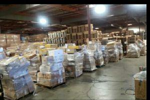 Recien bajada del trailer mercancia amazon for Sale in Rancho Cucamonga, CA