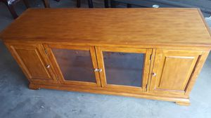 Beautiful Wooden TV Stand with side shelves for Sale in Las Vegas, NV