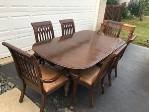 Bernhardt Embassy Row high end mahogany dining set - six chairs, table and leaf for Sale in Romeoville, IL