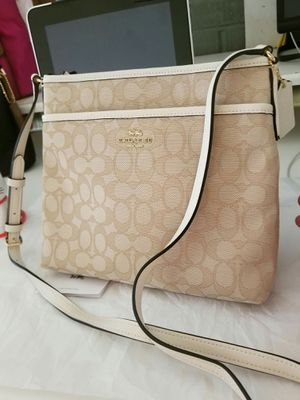 Authentic Coach crossbody purse (new with tags) for Sale in Lincoln Acres, CA