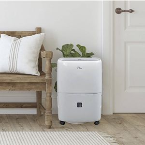TCL 20 Pint Dehumidifier with Auto Defrost & 24-Hour Timer for Sale in Dallas, TX