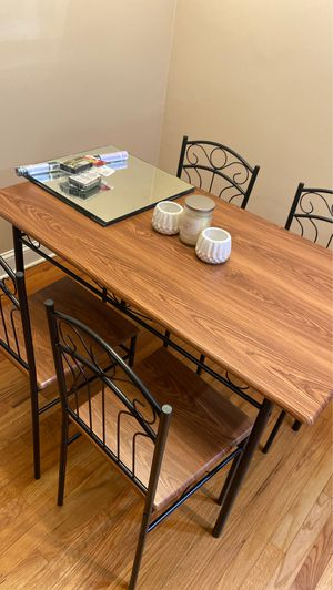 Dining table and chairs for Sale in Belleville, NJ