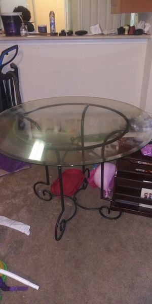 Dining Room table with all 4 matching chairs for Sale in Salley, SC