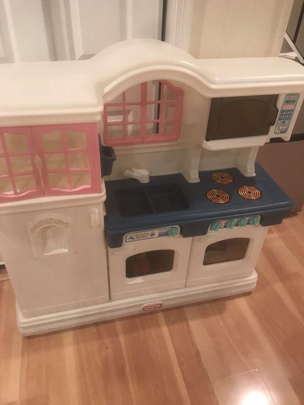 Kitchen baby play