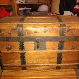 Antique Wooden Trunk for Sale in Suisun City, CA