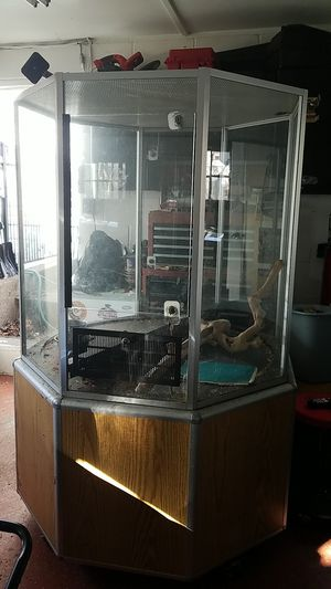 Self cleaning bird cage or it can be used for any kind of reptiles snakes or animal for Sale in Beaver Falls, PA