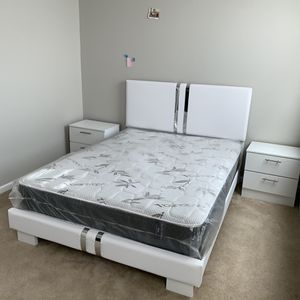 New queen white and silver 4 pieces bedroom set FREE DELIVERY and installation. Bed frame, mattress 2 night stands for Sale in Hollywood, FL