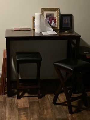 Corner table two faux leather stools for Sale in Cincinnati, OH