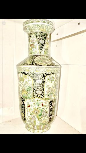 BEAUTIFUL VASE OVER 2FT TALL for Sale in Bowdon, GA