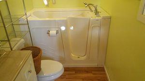 Walk-In tub for elderly for Sale in Lakeside, AZ