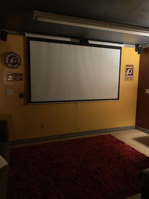 "110"" pull down screen for Sale in Battle Ground, WA"