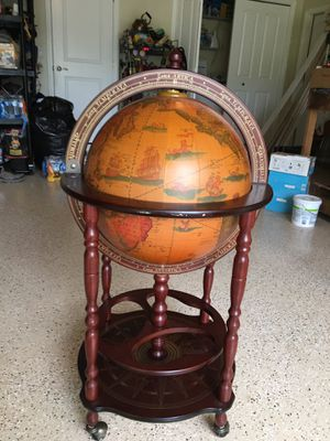 Beautiful Tuscany Bar Globe-excellent condition for Sale in Cypress Lake, FL