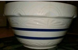 Robinson Ransbottom 2 gal crock and bowl for Sale in Indianapolis, IN