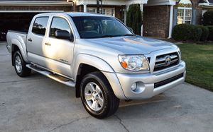 Great 2005 Toyota Tacoma 4WDWheels For Sale for Sale in Elizabeth, NJ