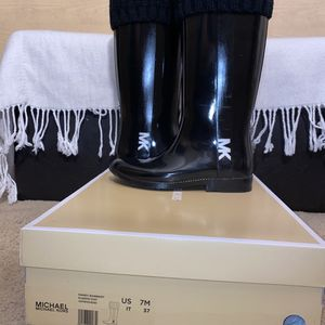 Women Ugh Boots/ Michael Kors Rain Boots for Sale in Windsor, CT