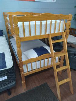 Floor Model Twin/Twin Bunk Bed for Sale in Parma,  OH