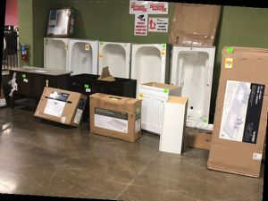 Bathroom Vanity's and Tubs 8J6 for Sale in Irving, TX