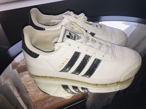 Adidas Samoa style gym shoes for Sale in Bolingbrook, IL