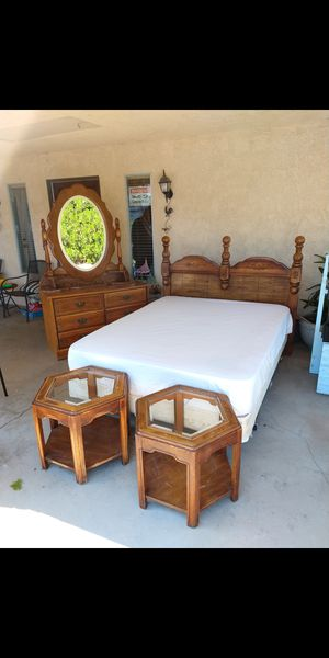 Queen sizeBedroom set for Sale in Lancaster, CA