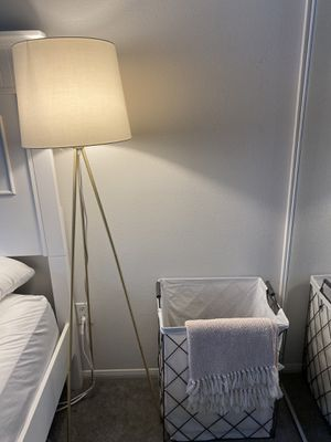 Floor lamp for Sale in Los Angeles, CA