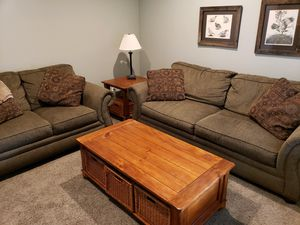 Gorgeous coffee table with wicker baskets for Sale in Redmond, OR