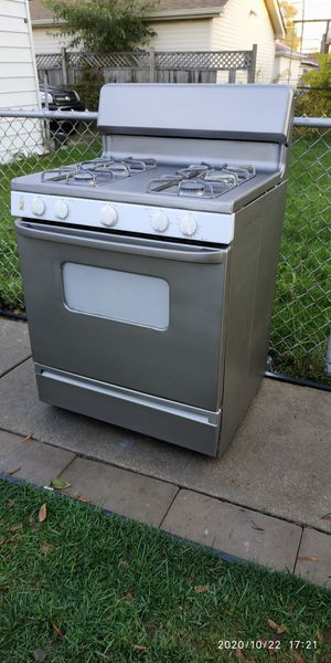 Hotpoint 30 inch gas range oven for Sale in Bedford Park, IL