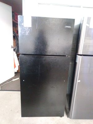 New Frigidaire in black refrigerator for Sale in Chula Vista, CA