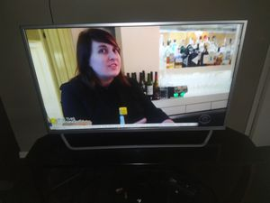 40 inch element tv NOT A SMART TV HAS REMOTE for Sale in Tulsa, OK