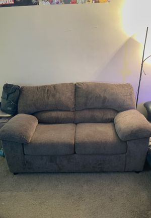 Small brown couch for Sale in Garden Grove, CA