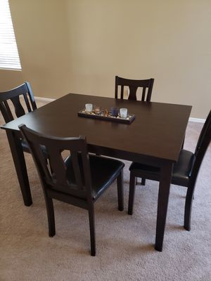 Beautiful Dining Table and 4 Chairs for Sale in Maricopa, AZ