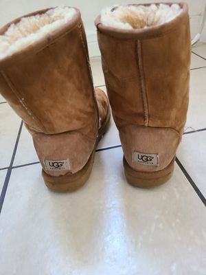 Free UGG boots for Sale in Bloomington, CA