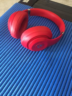 Beats by Dre wireless headphones (Bluetooth) for Sale in Houston, TX
