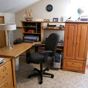 Office desk w/ File Cabinet for Sale in Graham, WA