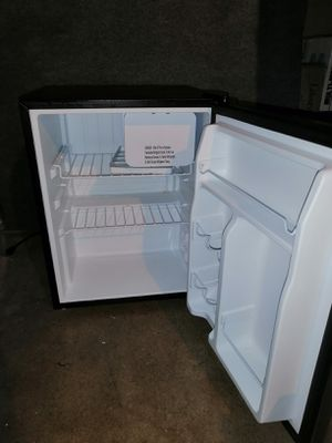 """Brand New Whirlpool Mini Refrigerator WH27S1E 2.7 cu.ft 24.5"""" H x 19"""" L x 19"""" With Freezer Compartment for Sale in Lemon Grove, CA"""