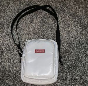 Supreme bag for Sale in Commerce City, CO