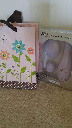 Mothers day gift bag with Eos gift set for Sale in Rockville, MD