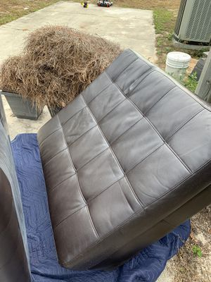 Faux Leather sectional w/ottoman $450 for Sale in Navarre, FL