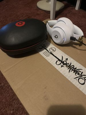 Beats Studio 3 Bluetooth Wireless White and Gold for Sale in Etna, OH