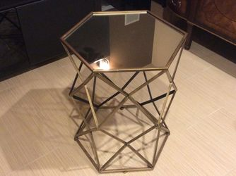 Side Table (pending ) for Sale in Mercer Island,  WA