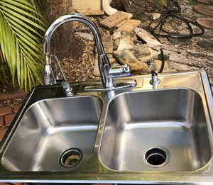 Kitchen sink with faucet and garbage disposal for Sale in Boca Raton, FL