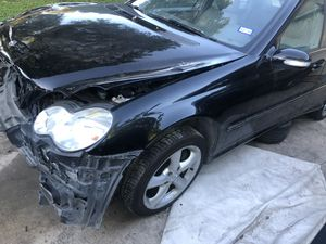Mercedes benz 2006 c320 for parts for Sale in San Antonio, TX