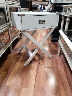 LD100 Accent End Table ( 3 Colors ) for Sale in Mount Hope, KS